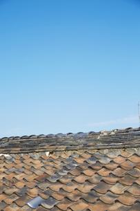 青空と日本瓦の写真素材 [FYI02993702]