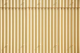黄色いトタンの写真素材 [FYI02993737]
