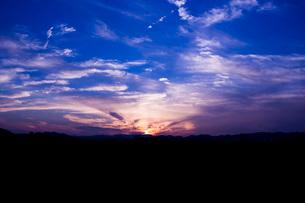 朝焼けの空の写真素材 [FYI02993979]