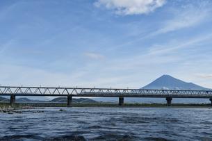 富士山と新幹線の写真素材 [FYI02994255]
