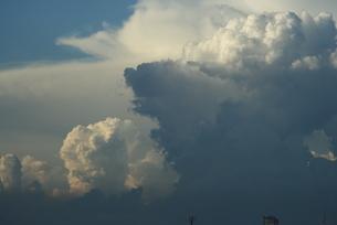 ドミニカの空に浮ぶ入道雲の写真素材 [FYI02994356]