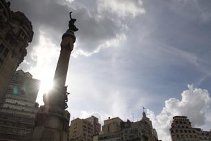サンパウロの夏の青空と雲の写真素材 [FYI02994360]