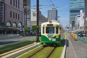 阿倍野筋と阪堺電車の写真素材 [FYI02994453]