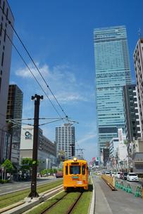 阿倍野筋と阪堺電車の写真素材 [FYI02994456]
