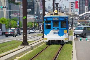 阿倍野筋と阪堺電車の写真素材 [FYI02994458]