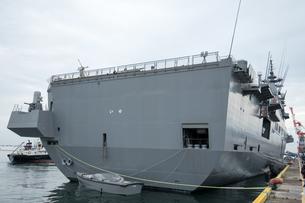 護衛艦 いせ 背面の写真素材 [FYI02995153]