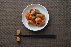 イカと里芋の煮物の写真素材 [FYI02995233]