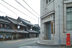 川越商工会議所と蔵造りの町並みの写真素材 [FYI02995794]