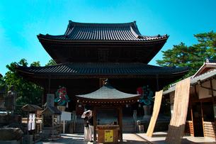善通寺の金堂の写真素材 [FYI02995838]