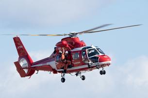 消防ヘリコプター レスキューデモの写真素材 [FYI02995885]