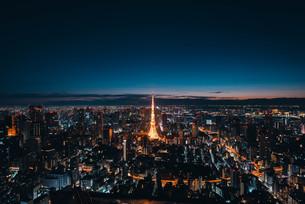 夜明けの東京都心の写真素材 [FYI02996334]