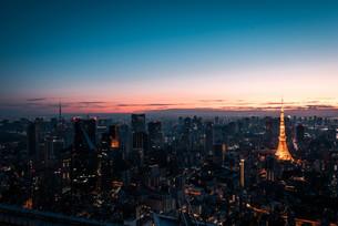 夜明けの東京都心の写真素材 [FYI02996339]