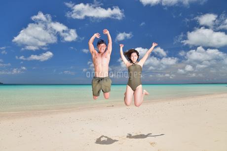 宮古島/ビーチでポートレート撮影の写真素材 [FYI02996389]