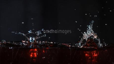 水滴のハイスピード撮影の写真素材 [FYI02996896]