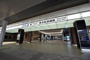 リニューアルした広島駅北口の写真素材 [FYI02996908]