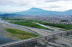 富士川と富士山の写真素材 [FYI02997252]