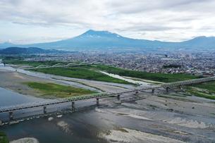 富士川と富士山の写真素材 [FYI02997254]