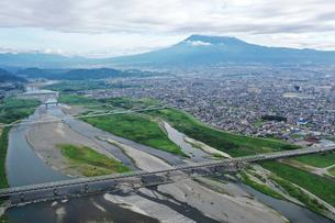 富士川と富士山の写真素材 [FYI02997255]