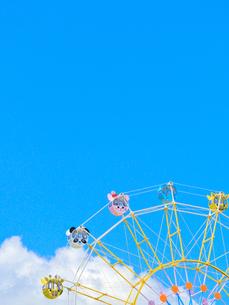青空とかわいい観覧車の写真素材 [FYI02997260]
