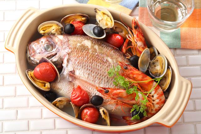 アクアパッツァ(鯛・海老・アサリ)・イタリア料理の写真素材 [FYI02997433]