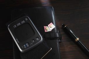 血圧測定器と降圧剤の写真素材 [FYI02997469]