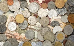 外国硬貨とお札の写真素材 [FYI02997663]