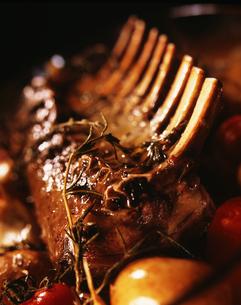 骨付きの肉の写真素材 [FYI02997757]