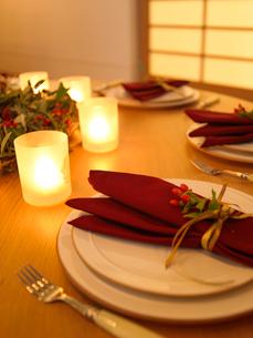 クリスマスのテーブルセッティングの写真素材 [FYI02997970]