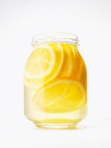レモンのはちみつ漬けの写真素材 [FYI02997993]