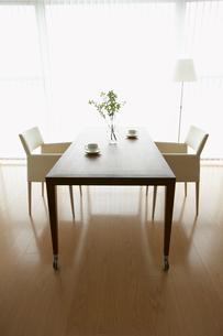 リビングのテーブルセットの写真素材 [FYI02998060]