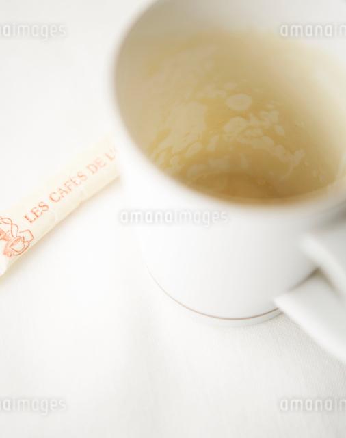コーヒーを飲み終わったマグカップの写真素材 [FYI02998194]