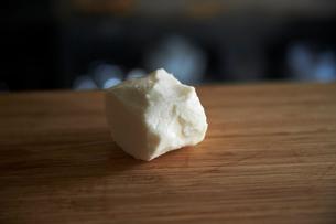 皮を剥いた山芋の写真素材 [FYI02998246]