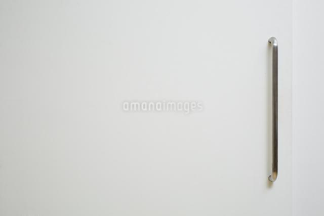 白い引き戸の写真素材 [FYI02998420]