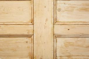 十字に装飾された木の壁の写真素材 [FYI02998442]