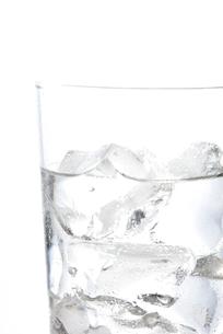 冷たい氷と水の写真素材 [FYI02998646]
