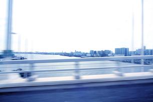 レインボーブリッジ 走行車両よりの写真素材 [FYI02998766]