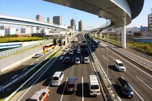 高速道路とビルの写真素材 [FYI02998803]