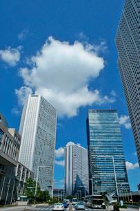 高層ビルと雲の写真素材 [FYI02999290]