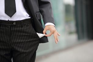 ポケットが空の会社員の写真素材 [FYI02999502]