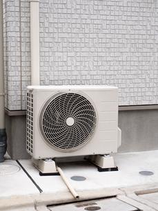 エアコンの室外機の写真素材 [FYI03003707]