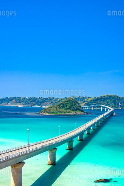 青空と角島大橋の写真素材 [FYI03003801]