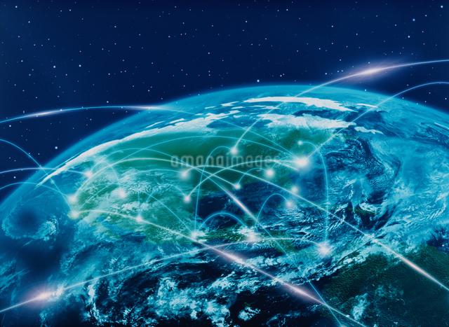 地球北半球に通信光 CGのイラスト素材 [FYI03004342]