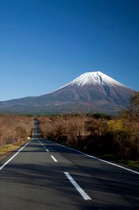 朝霧高原より望む富士山の写真素材 [FYI03004657]