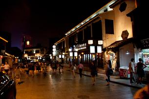 蘇州山塘街の夜景の写真素材 [FYI03004742]
