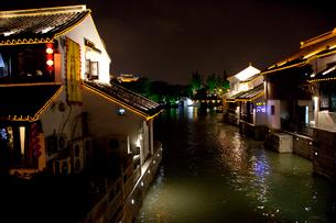 蘇州山塘街の夜景の写真素材 [FYI03004745]
