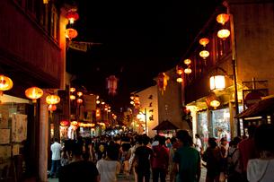 蘇州山塘街の夜景の写真素材 [FYI03004747]