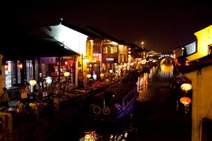 蘇州山塘街の夜景の写真素材 [FYI03004764]