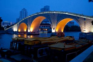 蘇州の運河夕景の写真素材 [FYI03004818]