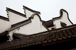 烏鎮 建物の屋根の写真素材 [FYI03004819]