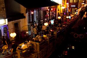蘇州山塘街の夜景の写真素材 [FYI03004823]